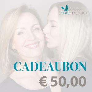 Moederdag cadeaubon voucher website beeld 50 euro vrouw kust moeder op de wang